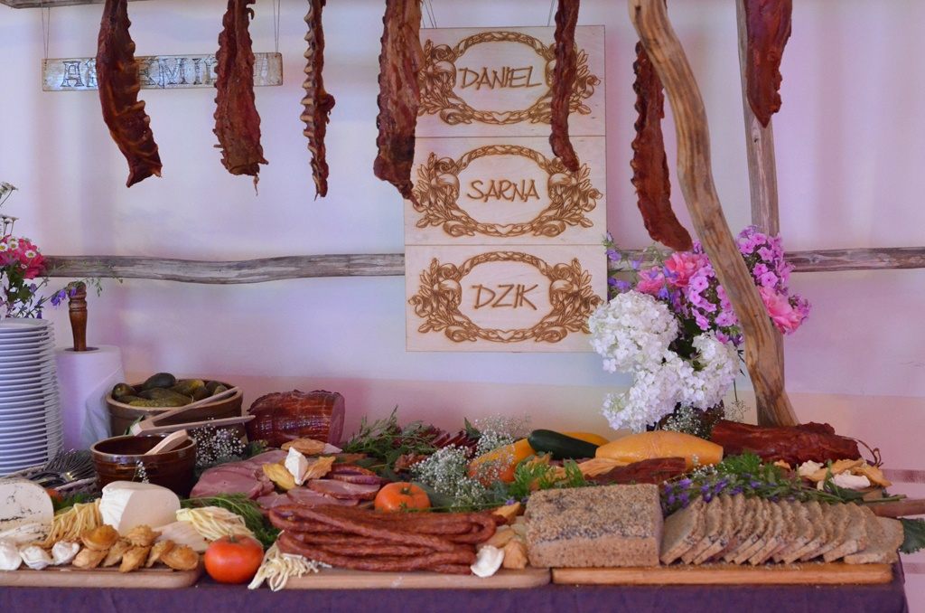 Stół wiejski na weselu