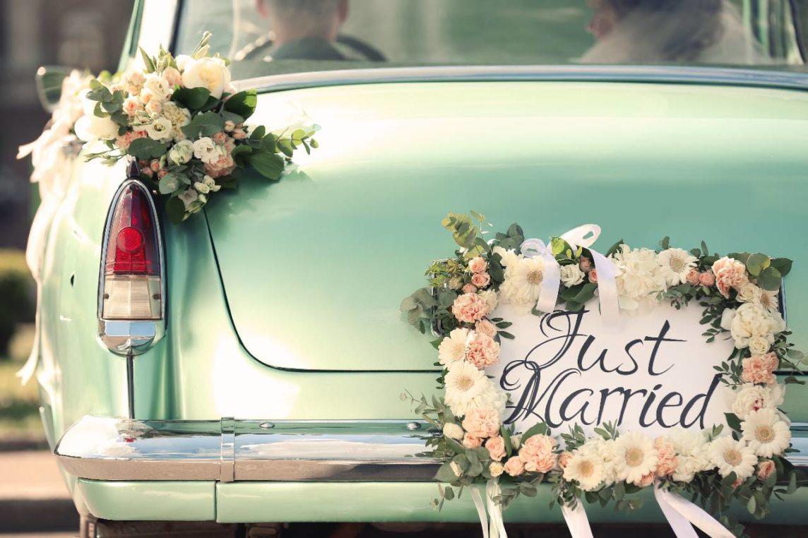 Dekoracja samochodu do ślubu – jak ją zrobić?