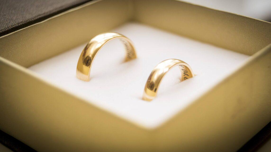 Obrączki ślubne – jakie wybrać i jakie są ceny?